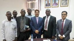 Photo de famille avec SEM, l'Ambassadeur de l'Inde au Mali, Anjani Kumar